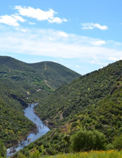 Guadiato: Vista desde La Huesa del Puente de los Boquerones, con El Turumbón a la dcha